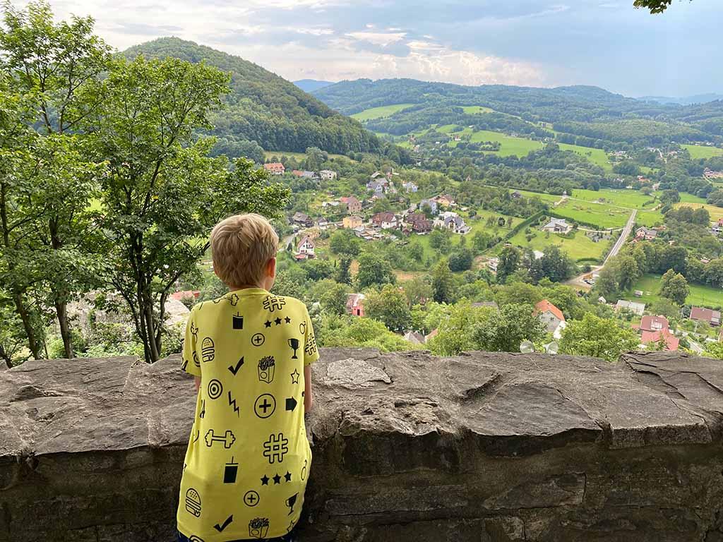 Bovenaan de heuvel hebben we een mooi uitzicht op de straten van Stramberk