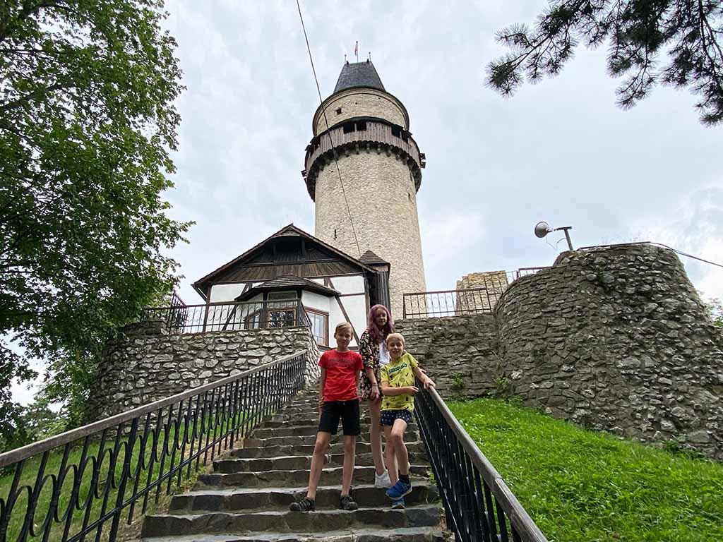 De eeuwenoude kasteeltoren van Stramberk