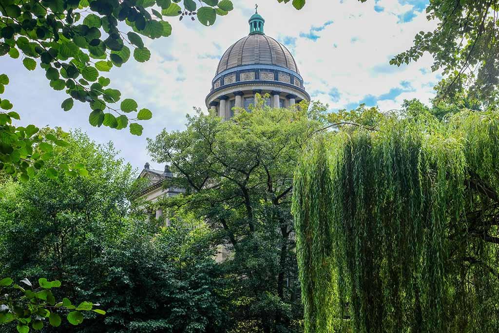 Gelijk bij de ingang van Tierpark Dessau hebben we uitzicht op het mausoleum