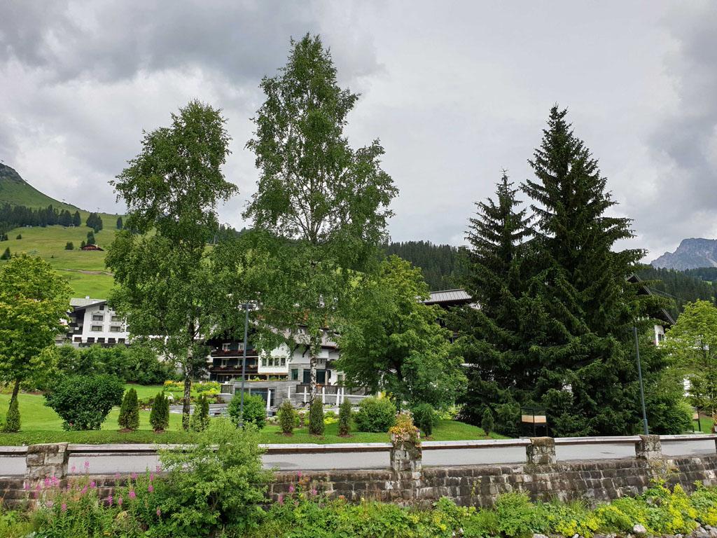 Het is een typisch Oostenrijks bergdorp vakantie-lech-am-arlberg.3