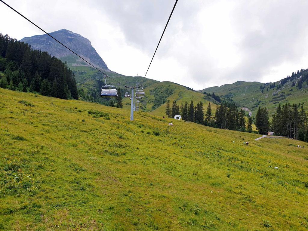 Ondanks het sombere weer gaan we toch met de Steffisalp-Express vakantie-lech-am-arlberg.34