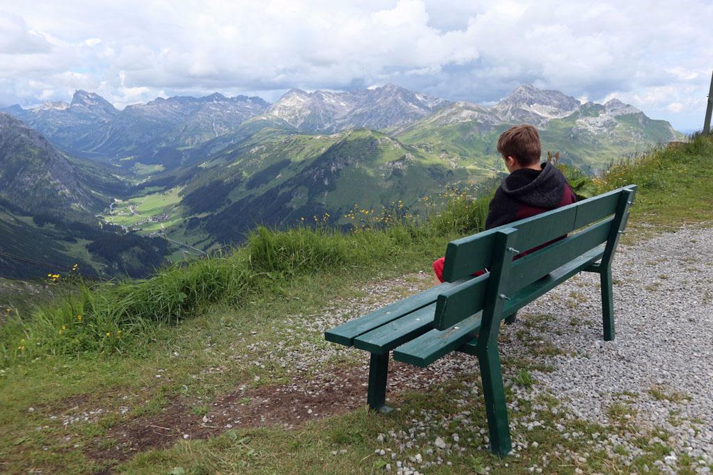 Vanaf boven heb je een mooi uitzicht over Lech en de verschillende dalen vakantie-lech-am-arlberg.38