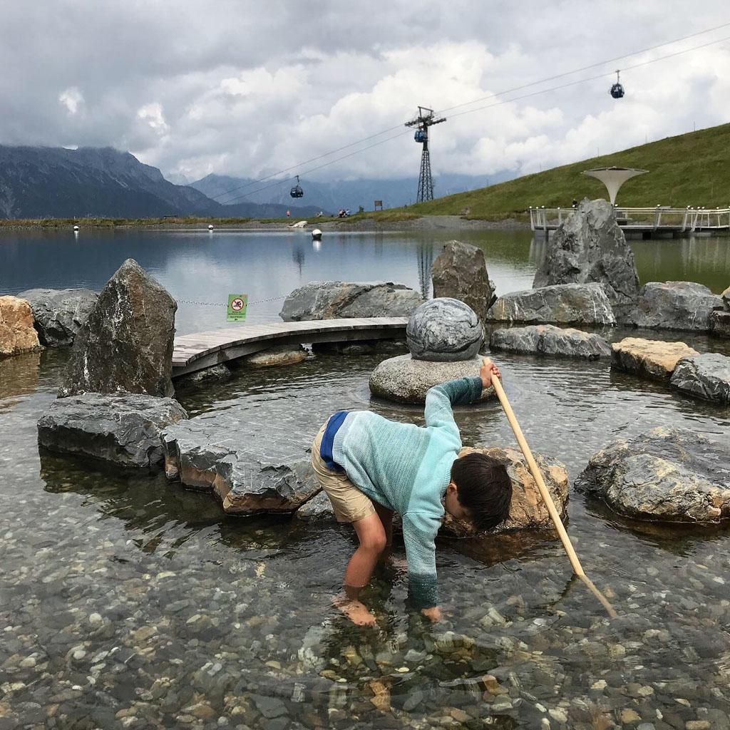 Het 'Stille wasser' is een meertje bij het middenstation van de Asitz berg, hier is het fijn afkoelen.