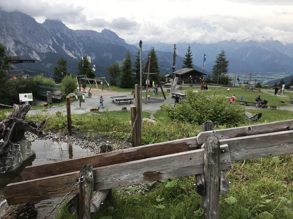 De Asitz berg is heel leuk voor kinderen, bij het middenstation is het 'Sinnenpark'.