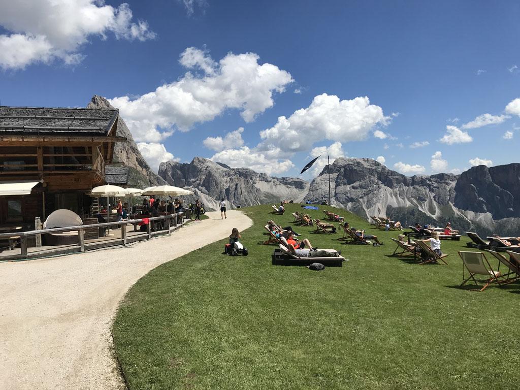 Val Gardena is genieten van heerlijk eten, prachtige uitzichten en heerlijk weer.