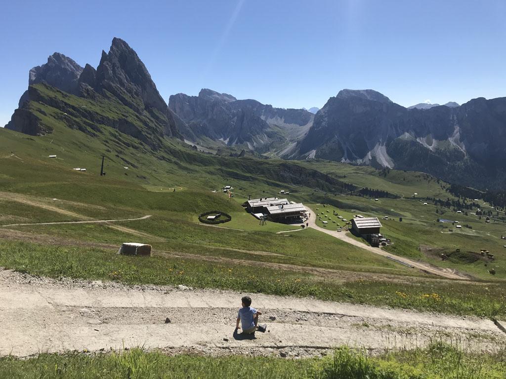 Val Gardena is gelegen in Zuid-Tirol in Italië en behoort tot de Dolomieten.