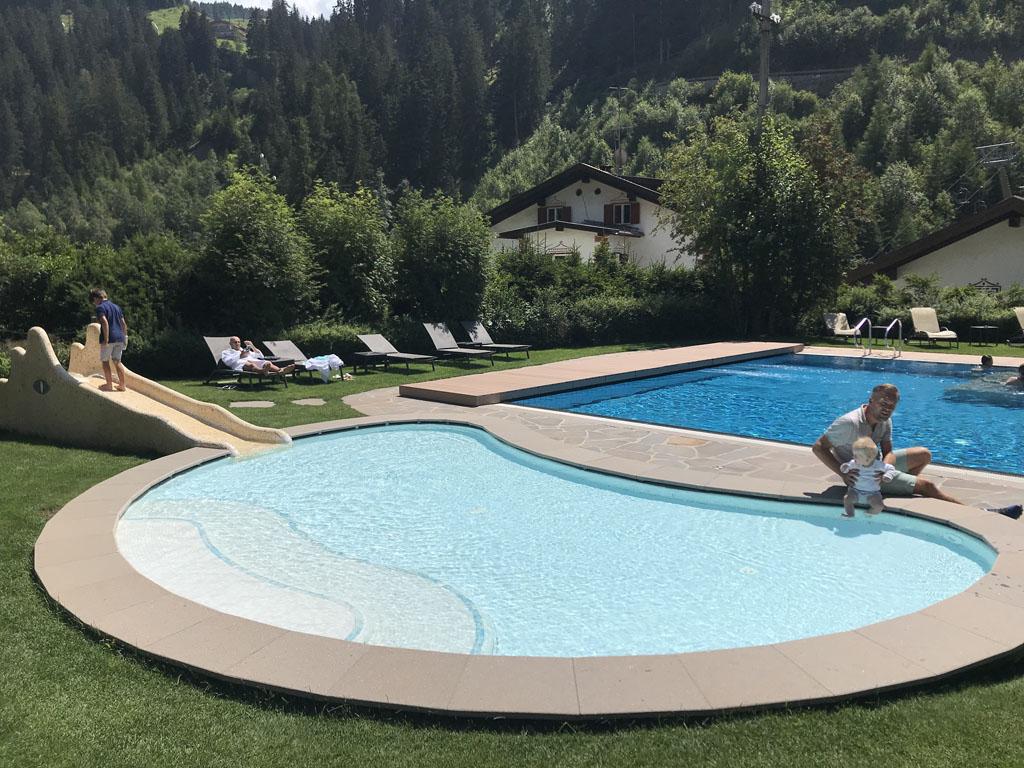 Family Hotel Posta heeft een binnen- en buitenzwembad met apart peuterbadje.