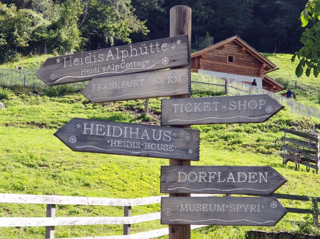 heidi-in-de-bergen-13 Zelfs de bebording past in het dorpje