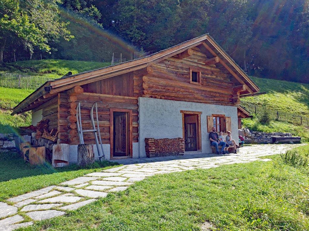 heidi-in-de-bergen-8 Daar is hij dan, de hut van Heidi en opa boven op de berg