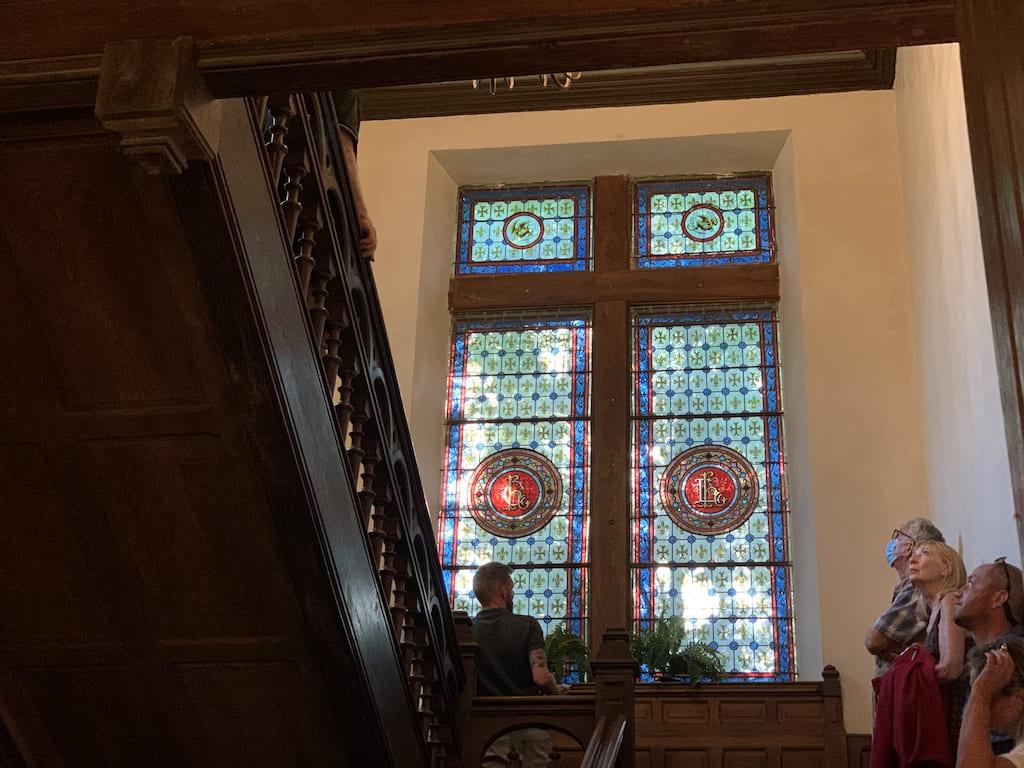 Tijdens de rondleiding horen we meer over de geschiedenis van het kasteel.
