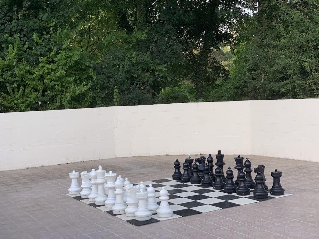 Voor de liefhebbers is er een groot schaakbord.