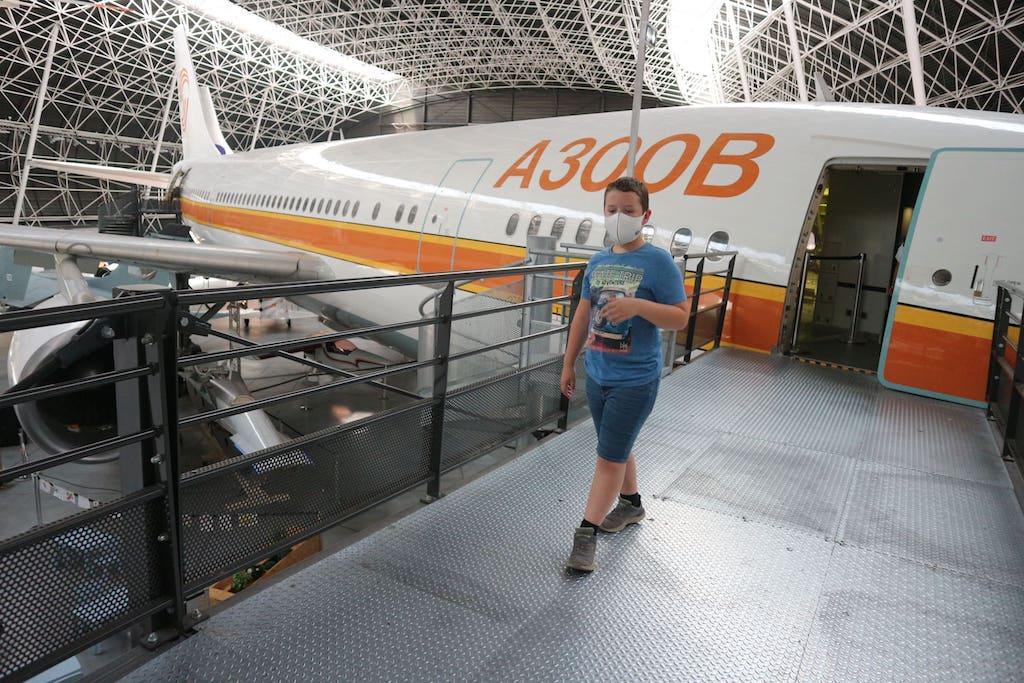 Vliegtuigen kijken bij Aeroscopia.