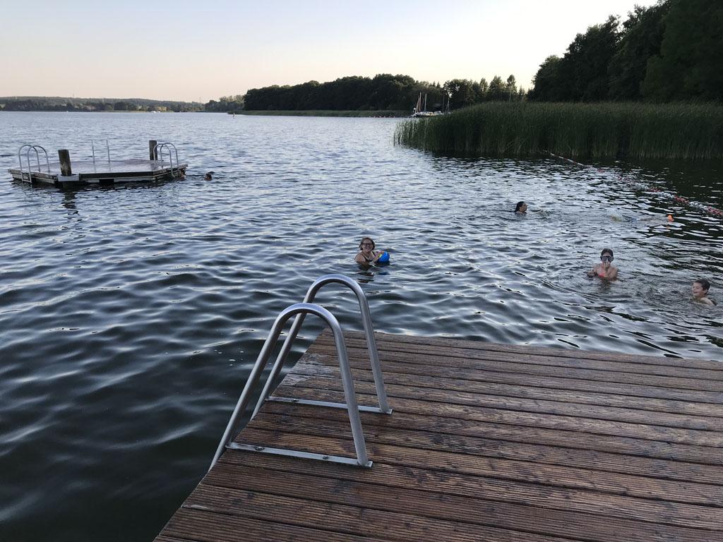 Natuurlijk gaan we ook zwemmen.