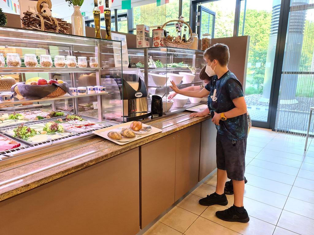 Het ontbijtbuffet is heerlijk uitgebreid Duisburg-met-RUHR.TOPCARD-12
