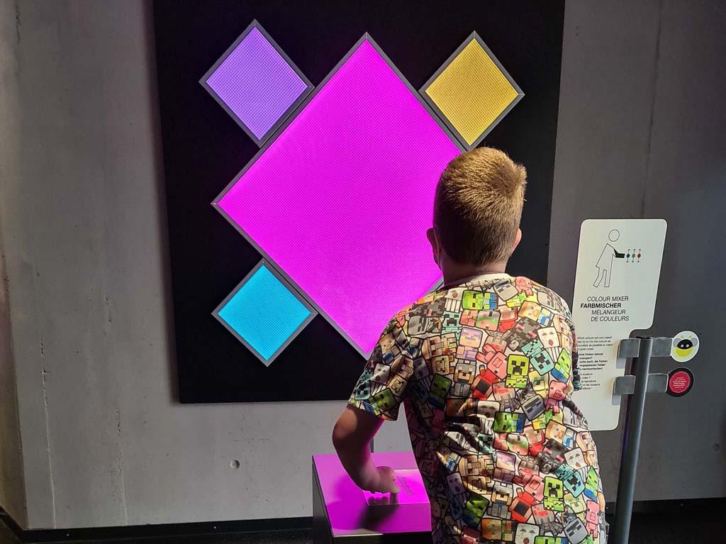 Spelen met kleuren RUHR.TOPCARD-met-kinderen-2