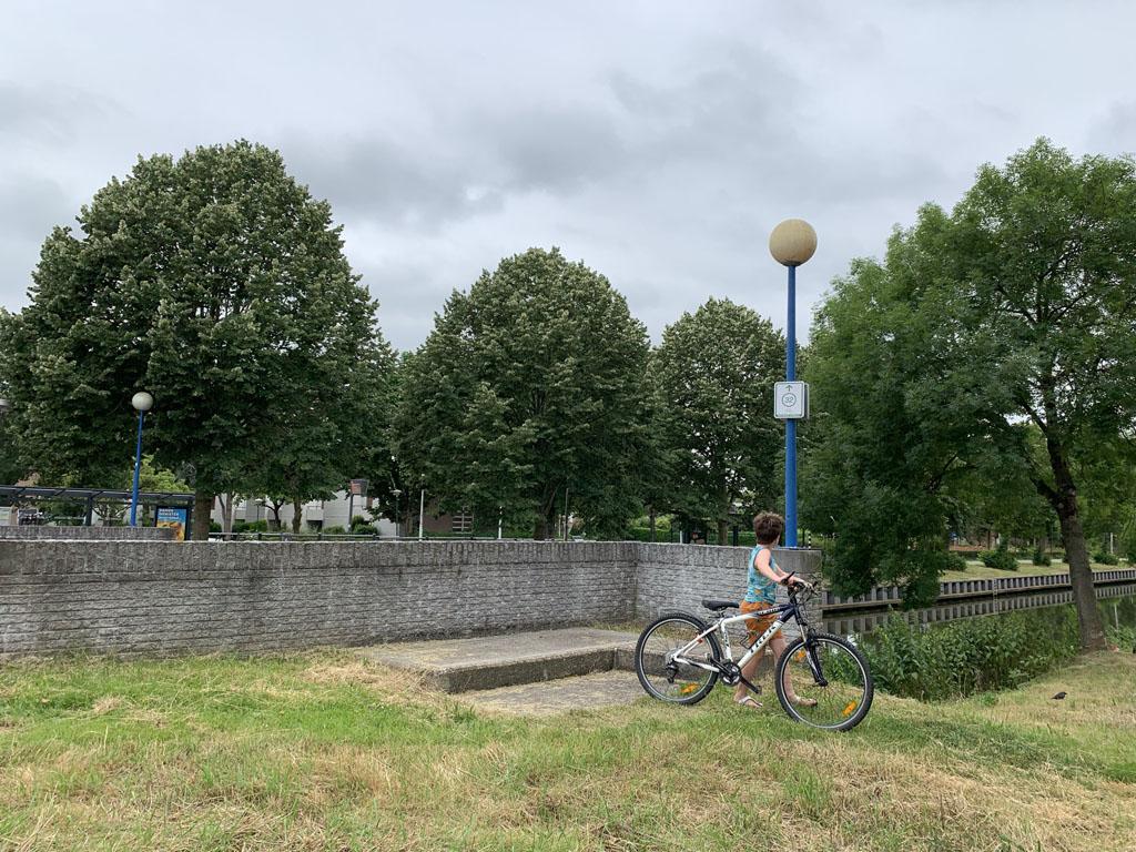 Wij pikken de kinderfietsroute bij Utrecht op in het dorp De Meern.