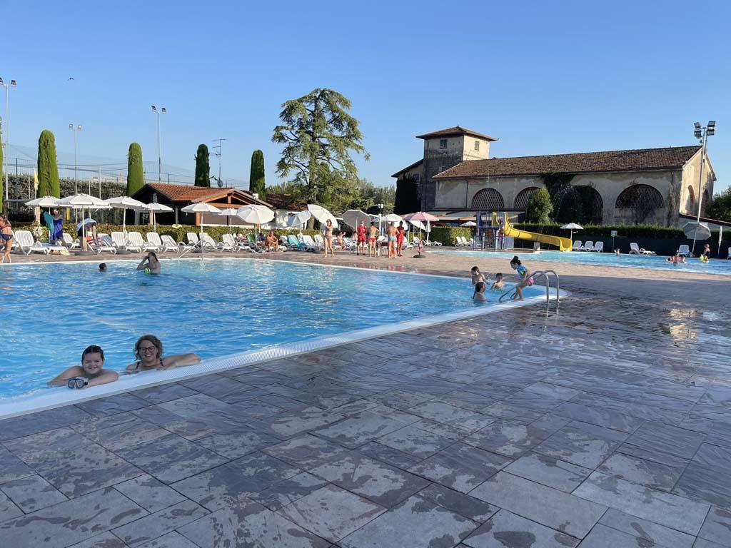 Wij kiezen voor dit zwembad, dat leuker is met wat grotere kinderen.