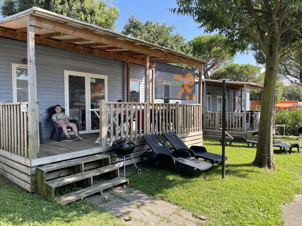 Onze luxe stacaravan Azure van Eurocamp op Camping Del Garda Village in Peschiera.