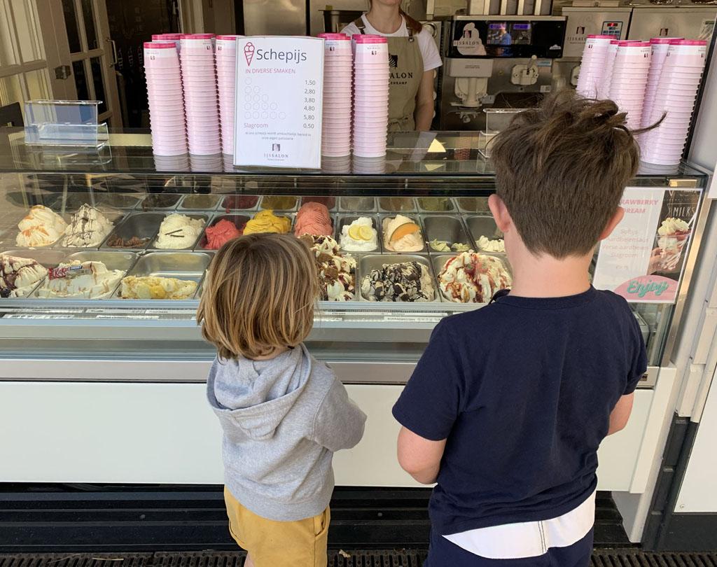 Ben je in het Vechtdal met kinderen, móet je volgens kenners ijs eten bij Ekkelenkamp. Die tip volgen wij natuurlijk graag op.